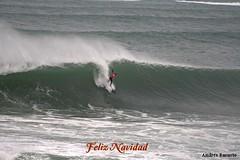 Natxo González ,   surfeando entre la ola (andresbasurto) Tags: surf deporte olas vasco diciembre zorionak mundaka circuito feliznavidad surfista 2013 olaizquierda natxogonzález circuitovascodesurf
