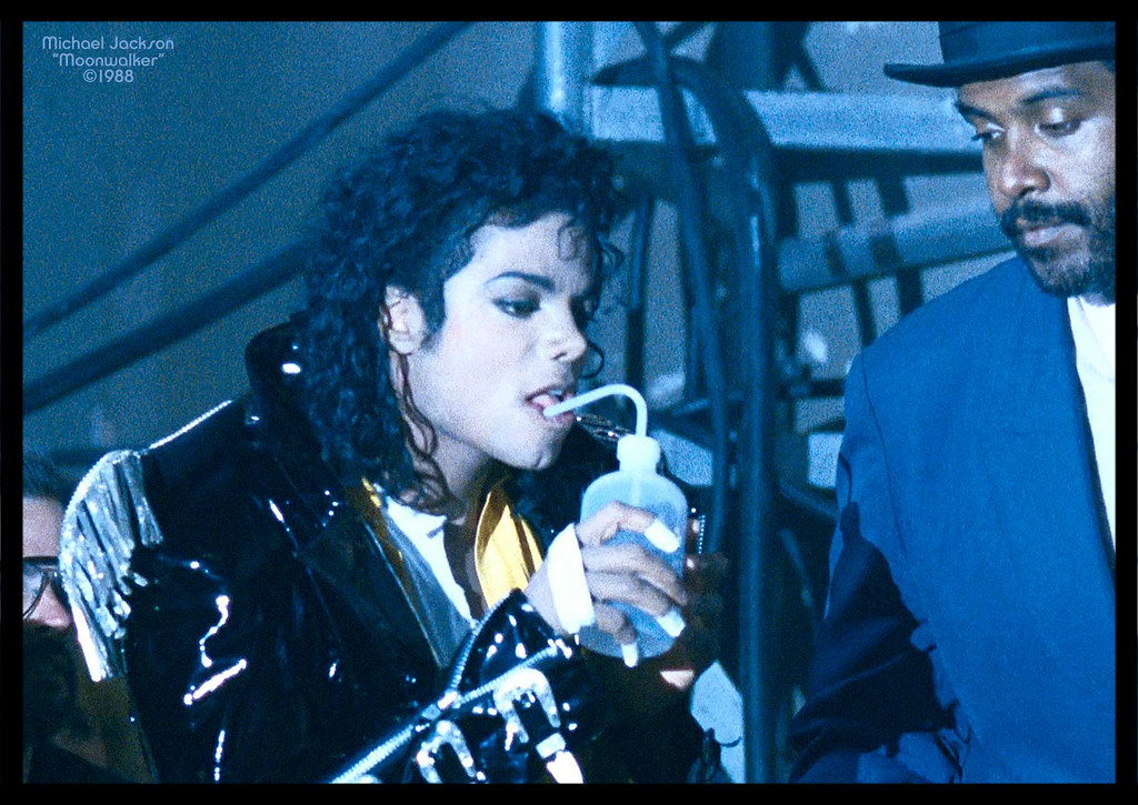 The world 39 s best photos of michaeljackson and moonwalker for Top dance songs 1988