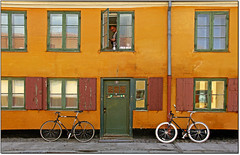 Quando Sei a Copenhagen... (rogilde - roberto la forgia) Tags: door travel windows window composition canon reflections copenhagen hp finestra danish porta luci colori luce intimacy italians bycicle bicicletta finestre biciclette danimarca intimit essenziale oltusfotos bestcapturesaoi elitegalleryaoi mygearandme mygearandmepremium mygearandmebronze infinitexposure