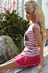 Chill Factor Aria (Deejay Bafaroy) Tags: pink portrait toys outdoors doll purple stones barbie rosa portrt lila clothes steine blond blonde factor fr chill mattel aria dg puppe draussen violett kleider integrity fashionroyalty dynamitegirl dynamitegirls