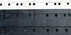 Queen Mary's Windows (Charly E) Tags: usa window port puerto ventana pier muelle losangeles barco ship mary queen queenmary longbeach rms navio overseas estadosunidos transatlantico cailifornia
