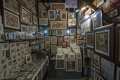 Pictures and frames shop in Dubai (filippo.bassato) Tags: dubai emiratiarabi turismo negozio shop pictures frames