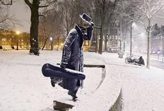The blue violin player (B℮n) Tags: amsterdam winter snow cold violist layer blauw vioolspeler marnixstraat hat deblauwevioolspeler raampoort tweede marnixplantsoen deonbekendebeeldhouwer kunst art artist unknown statue metaal blue jordaan sneeuw 100faves topf100