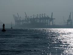 CTB / Athabasca Quay in the morning (astielau) Tags: athabascakai ctb dunst elbe gegenlicht hamburg wetter