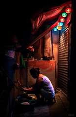 Dishwasher (BNDC) Tags: manila street night light red orange spot circle family city jobseries low dark