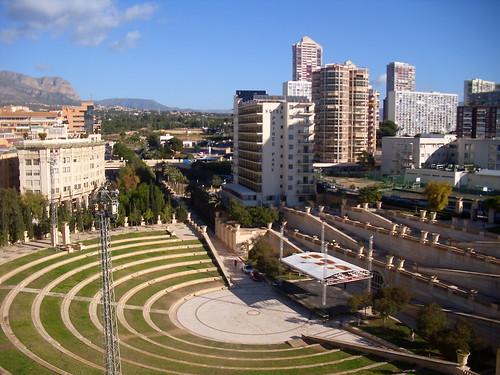 Fabulosas vistas al Parque de L´Aigüera, y a todo Levante de Benidorm. Infórmese sin compromiso en su agencia inmobiliaria Asegil. www.inmobiliariabenidorm.com