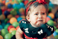 sei que tá meio sem foco, mas... (Carlos H. Gomes) Tags: baby cute girl childhood canon 50mm kid child sad crying cry cuteness babycry t1i