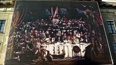 doek 'vrede van Utrecht' voor stadhuis (JANKUIT) Tags: utrecht dom atlas rondvaart gauchos grachten fietsen stadhuis snotneus tafereel wereldbol studentenstad grachtenwand