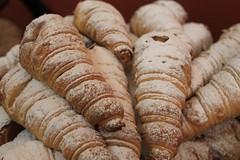 Cones full of manjar