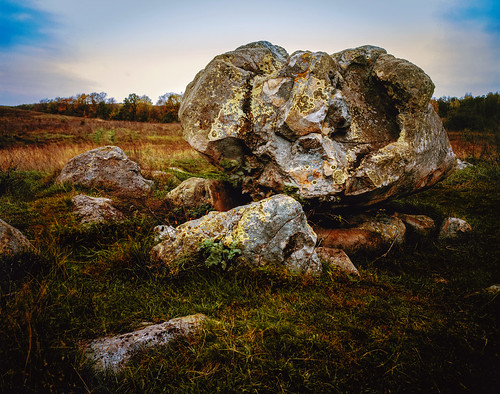 Stones tell no Lie