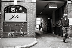 Ireland_black & white-59 (M.Pantoufle) Tags: city ireland people white man black bike town gate leute open expression eingang north belfast irland menschen stadt mann tor slogan weiss schwarz