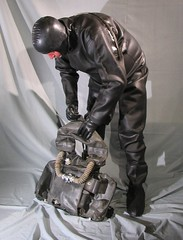 IDA76RuFFAvn005 (gzmisca) Tags: rubber gloves latex hood drysuit at1 ida76 ffmask russianrebreather