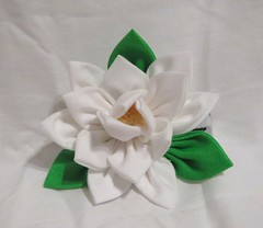 gardenia_kanzashi_by_eruwaedhielelleth-d6t7bjw (EruwaedhielElleth) Tags: flowers hair japanese pin clip maiko ornament fabric hana geisha accessories folded tsumami kanzashi zaiku imlothmelui