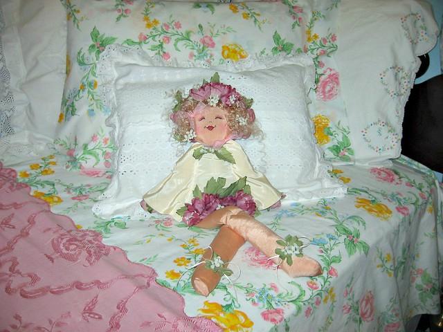 soft pastel dreamy prettyinpink guestroom bedroomdecor shabbychic twinbeds shabbychicdecor floraldecor shabbydecor relaxingdecor shabbyfloraldecor twinbeddecor summertimepinksblues