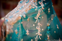 Natasha Raju: Through a Bride's Veil (Carlos Cruz Trabanino) Tags: seattle wedding india cord bride model nikon veil dress indian flash wa ttl pikesplacemarket gown nikkor speedlight d3 strobe mua sb800 sc28 carloscruzphotography 70200mmafsf28gvrii natasharaju kathasle