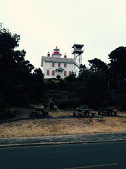 Yaquina Bay Light (Jamie Mobley) Tags: lighthouse coast newport yaquina