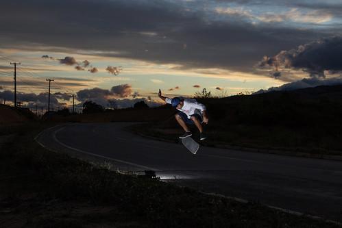 Bela tarde para o skateboard em Itatiaia.