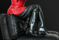 waders (klepptomanie) Tags: boots stiefel gummistiefel rubberboots wellies waders latex skirt ledercouch