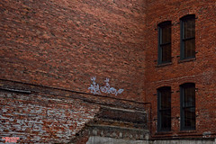 Tag, You're It (MBates Foto) Tags: architecture archedwindows availablelight brick city color downtownspokane nikon nikond810 urban washington inlandwashington easternwashington pacificnorthwest grafiti spokane unitedstates 99201