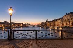 Pont des Arts (Didier Ensarguex) Tags: pontdesarts lampadaire lelouvre toureiffel paris canon 5dsr 2470l28 didierensarguex 75