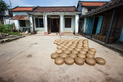 Pots left drying under the sun in the yard ([ 117 Imagery ]) Tags: family tourism river shopping asia southeastasia handmade traditional culture craft visit tourist vietnam hoian pot souvenir clay pottery production tradition handcraft craftmanship touristdestination traveldestination quangnam quangnamdanang