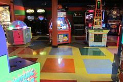 Jewel City Bowl (Guzzle & Nosh) Tags: glendale bowling bowlingalley jewelcitybowl