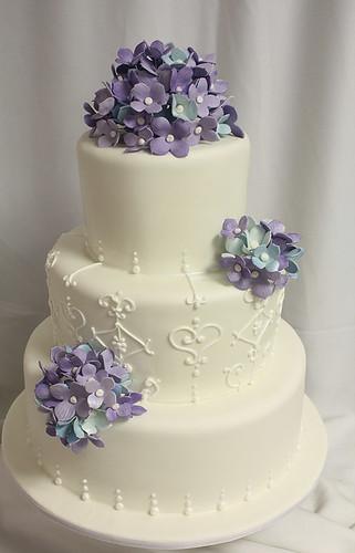 Hydrangeas with White Piping Wedding Cake