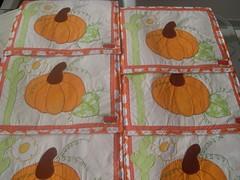 Americanos (MELANCIA NO PALITO / Jacqueline Silva) Tags: maçãs canecas bules xícaras guardanapos fuxicos toalhadelavabo panosdepratos secamãos batemãos héxagonos