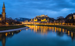 Salzburg bei Nacht II (Tobias Keller) Tags: austria beleuchtung blauestunde christuskirche festung franziskanerkirche hohensalzburg ilumination landsalzburg licht makartsteg müllnersteg nacht nachtaufnahme night salzburgerdom österreich
