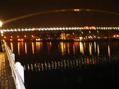 Nachtelijk . .. (willem_huwae) Tags: water canon maastricht licht maas weerspiegeling palen img0142 hoeg willemhuwae brugk