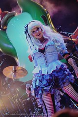 #Dat Alice + Mad T Party (Jenn Rodriguez Photography) Tags: musician photography alice disneyland disney entertainment singer liveband performers dca dlr aliceinwonderland disneyscaliforniaadventure dormouse castmembers hollywoodbacklot themadhatter madtparty madtpartyband themadtparty