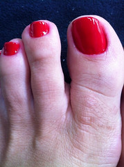 IMG_4458 (aurabordeaux) Tags: feet foot toes nails pés pé photostream footfetish pezinhos rednails pezinho sexytoes podolatria footworship footqueen