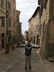 Centro storico di Volterra. (Elias Rovielo) Tags: volterra velathri vlathri toscana tuscany italia itália italy unesco volaterrae dodecapolis viiac ixac medievalwalls muralhamedieval etruscanwalls muralhaetrusca etruscanvolterra romanvolterra citywalls medici médici lorenzoomagnífico 1472 xiii walledmountaintoptown bronzeage twelvecities thetwilightsaga newmoon luanova crepúsculo sagacrepúsculo volturi vampiros vampires twilightseries stepheniemeyes hollywood movie thevolturifamily cintamuraria medioevale cerchiamuraria muralha cidadelamedieval vilarejomedieval ivac viaportaallarco villanoviano volterracittàromana volterracittàmedievale volterracittàetrusca centrostoricodivolterra cittàdivolterra cittàdellalabastro walledcity cidadefortificada fortaleza masonrywall