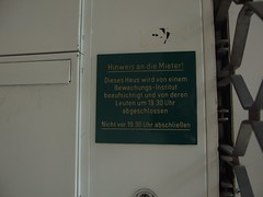 19:30 (mkorsakov) Tags: dortmund city innenstadt schild sign hinweis gebot verbot wand wall