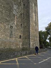 Bunratty Castle_A Window on the Past (Églantine) Tags: bunrattycastle awindowonthepast irlande ireland castle furnishedcastle coclare massive