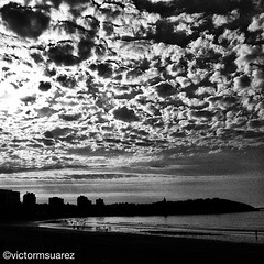 La playa de San Lorenzo en... (Asturiphone) Tags: beach asturias playa gijon uploaded:by=flickstagram estoesasturias instagram:venue_name=escalera11delaplayadesanlorenzo instagram:venue=13624611 instagram:photo=2021182682826982278026757