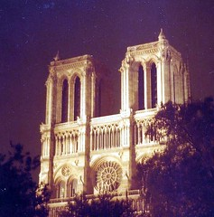 (sftrajan) Tags: paris france architecture night noche arquitectura frankreich cathedral nacht architektur 1983 francia nuit gothique  notte architettura notredamedeparis parigi notredamecathedral gothicarchitecture  architektura  cathdralenotredamedeparis catedraldenotredame