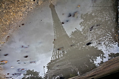 riflessi a parigi (dona_a) Tags: paris reflection torre toureiffel torreeiffel riflessi parigi donatellacampolucci flickrandroidapp:filter=none