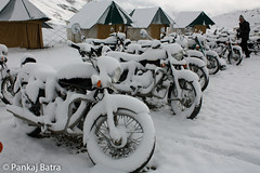 Snow and the Bullets! (pankaj.batra) Tags: bike snowfall ladakh enfield sarchu lehmanali