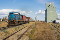 CN 115 @ Trochu, AB (Mathieu Tremblay) Tags: railroad canada cn train three ic illinois central railway canadian hills national alberta prairies chemin containers fer 115 canadien unit subdivision intermodal lmx c408 trochu