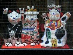 #4792 beckoning cats (招き猫) (Nemo's great uncle) Tags: chinatown yokohama manekineko 横浜 中華街 神奈川県 招财猫 招き猫 山下町 kanagawaprefecture 招財猫 yamashitamachi