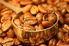 "Macro Mondays: ""Seeds"" (TeeB83) Tags: coffee kaffee kaffeebohnen coffeebeans spoon löffel reflections spiegelung eos300d canoneos300d macro makro canonef50mmf25compactmacro ef50mmf25compactmacro hmm macromondays seeds 50mm"