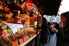 Prague Christmas Market (Indy Randhawa - Metaphotography) Tags: christmas food canon czech prague market praha czechrepublic rebelxt metaphotography picturesofpeopletakingpictures esk eskrepublika indyrandhawa