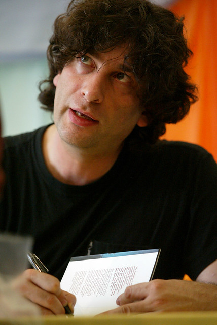 Neil Gaiman signing books at the 2002 Edinburgh International Book Festival