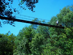 Puente colgante de Calvelo (serie) por TeresalaLoba (TeresalaLoba) Tags: trekking walking spain hiking galicia footpath suspensionbridge senderismo sanpedro sendero tenorio puentecolgante cotobade calvelo riolerez pontecolgante teresalaloba riolerez059