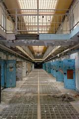 Prison 15H (140) (MoTH4FoK) Tags: prison porte exploration cellule couloir urbex urbaine passerelle 15h abandonnee moth4fok