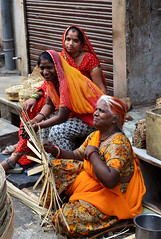 Tresseuses de panier (a.Muller) Tags: trip travel red vacation portrait people woman india geotagged photography photo nikon women asia basket market photos handmade picture wicker udaipur