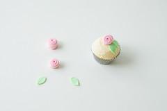 mini rosette fondant cake toppers (Coco Cake Land) Tags: cake cupcakes buttercream cococake poppytalk cupcakesvancouver rosettecake cococakevancouver cakevancouver cococakeland minirosette rosettediy