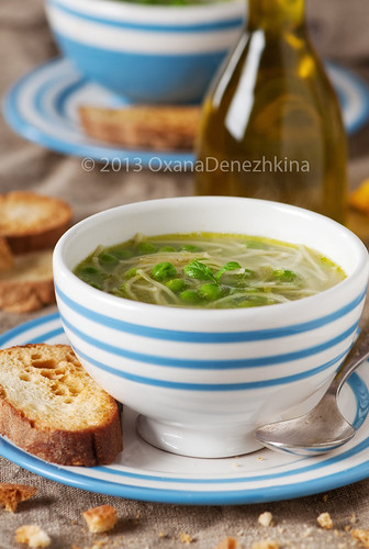 Italian green pea soup