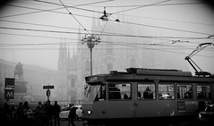 WALKING IN MILAN (skech82) Tags: street city urban bw italy white black milan fog 35mm nikon strada italia milano streetphotography duomo nebbia bianco nero biancoenero trapano citt piazzaduomo mezzoditrasporto fotodistrada d7000 skech82 skechphoto